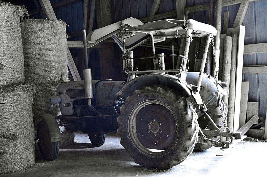 Heuballen Heustadl Eicher Eicher Trakor Land Vehicle No People Oltimer Selten Tire Wheel
