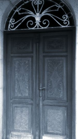 Enigmatic door. Porte Door Puerta Enigmatic_Feeling Dark MyJobIsAwesome Mon Travail Enigmatica Old Buildings