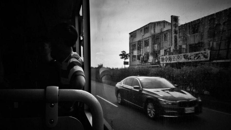 2018/6/10 街拍獵影 於公車上 Bus Taiwan Bw Bw_lover B&w Photo BW_photography Bw Photography B&w B&w Photography Bwphotography Streetphotography Street Street Photography Streetphoto_bw Street Scene Streetphotography_bw b&w street photography City Car Building Exterior EyeEmNewHere