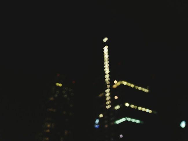 Mira fijate bien. -Pero si esta oscuro... Eso es lo que tu cres, pero si Enciendes las luces de tu mente veras que todo aquel alrededor que quieres ver, se iluminara por muy oscuro que este el cielo. 😉 Illuminated Night Nigth 🌜⭐️ City