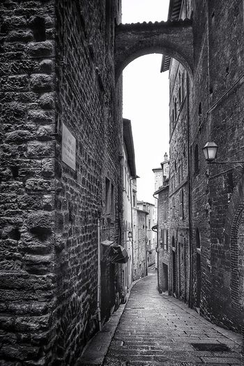 Perugia Perugia Umbria Old Buildings Oldtown Old Town Town Centre Narrow Street Narrow Alley Stone Wall Blackandwhite Black And White Black & White Blackandwhite Photography Black And White Photography Black&white EyeEm Best Shots - Black + White Architecture Built Structure Building Exterior Historic Building Archway Ancient Arch Passage Passageway Residential Structure