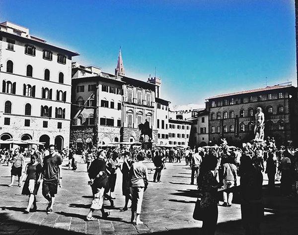 Piazzadellasignoria Firenze Florence Florencia Italia Italy Travel Traveling Photooftheday Picoftheday L4l F4F Instagood Instamood Instapic Instadaily Instalove I Trucco Truco Follow Followme Followmeback