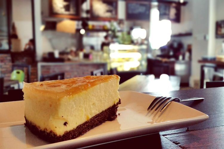 Peaceful weekend. Cozy Cafe Cheesecake Time