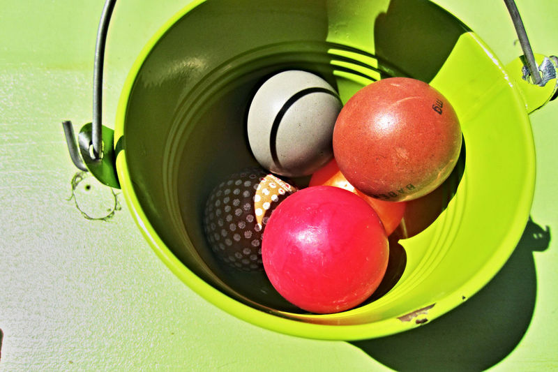 minigolf | golfballs in a bucket Balls! Golf Golfing Miniature Golf Miniature Golfing Minigolf Plastic Environment - LIMEX IMAGINE Balls Bucket Close-up Golf Club Green Color High Angle View Marbles Multi Colored No People Plastic Red Sport Sports Still Life The Still Life Photographer - 2018 EyeEm Awards