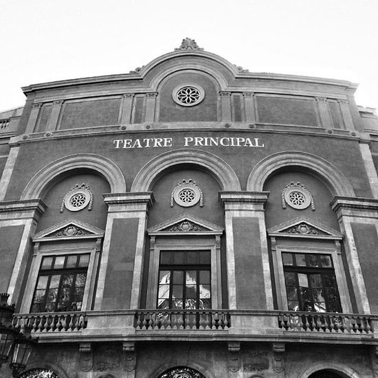 Teatro Principal. La rambla Barcelona. Igerscatalunya Igersbarcelona Igersmadrid Santjordi bcn barcelona catalunya instapro_ve instashot_ve insta_bwgramers blackandwhite instabyn_ve