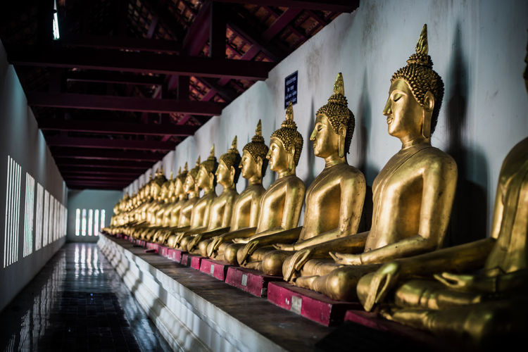 Buddha Buddhas Phitsanulok Thailand Art And Craft Belief Gold Colored No People Religion Water พระพุทธรูป พระล้อมวัด วัด วัดใหญ่ พิษณุโลก