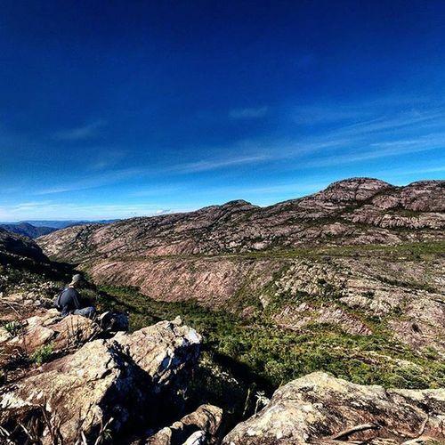 🏔 Pico Carapuça - Caraça, visto de um ângulo pouco conhecido e fotografado. . 📷 Foto: @luizgadetto e @thomaz.igor . Montanha Caraca Vm Varamato Travessia Trekking Trilha Pdm