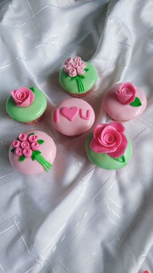 Foodporn Cupcakes Yum Foodie Cakesofeyeem Pink Color Flower Cakeporn FaceofeyeEm Day Hello World Face Of EyeEm Freshness Food