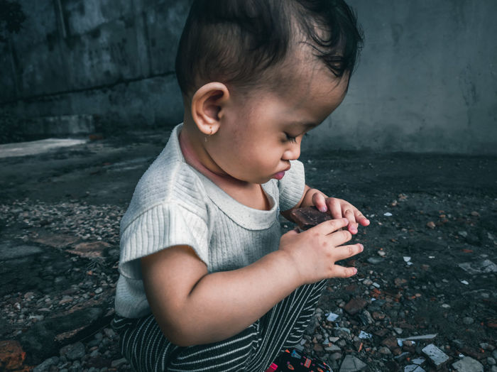 Little ana was playing stones scattered on the ground
