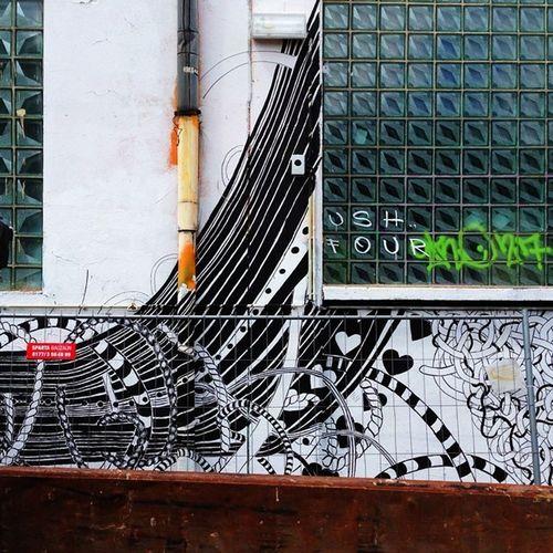 Lines colors and glass. #everchangingberlin #ecb_reclaim #ecb_urban #instameet #igersberlin #igersgermany #vscocam