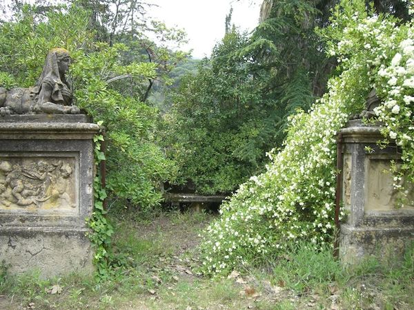 Abandoned Alella Architecture Concrete Flowers Forgotten Garden Governor Mansion Overgrown Space Spaın Statues The Secret Spaces Thesecretspaces Time Women