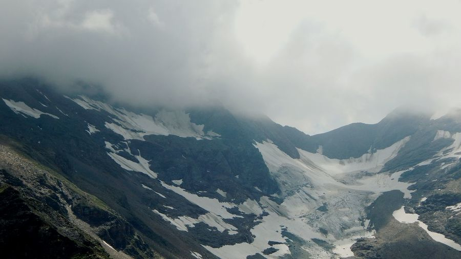 It's Cold Outside Hanging Out Popular Photos Sky And Clouds Grossglockner Travelling Seeing The Sights Mountain_collection Snow Mountain