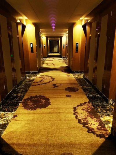 金色年华 Corridor Indoors  Architecture Built Structure No People Illuminated Day