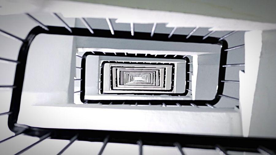 Rectangular spiral HongKong Discoverhongkong Leica Leicaq Spiral Rectangular Spiral Hkiger Architecture Architecture_collection EyeEm Best Shots 香港 螺旋 Pmg_hok
