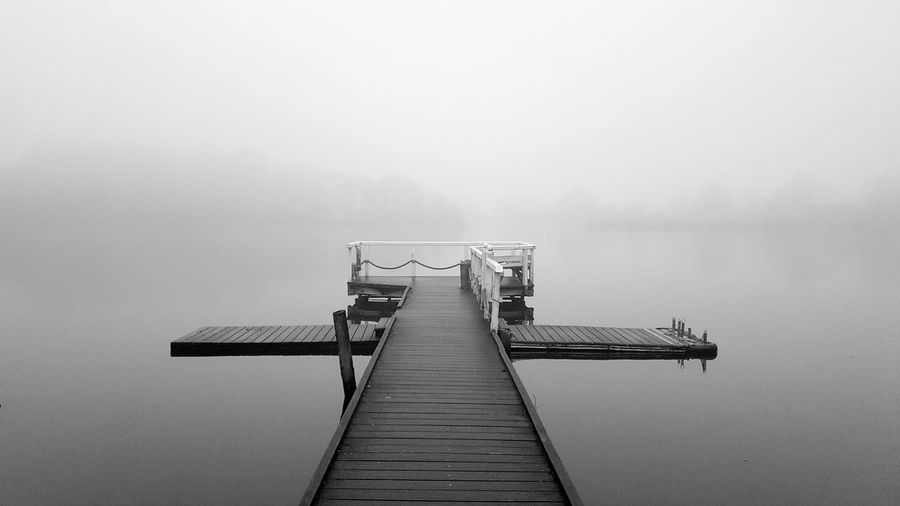 Die schwebende Brücke Fog Foggy Weather Outdoors Nature Day Tranquility Diving Platform Beauty In Nature No People Water Scenics Sky Footbridge