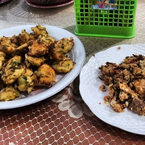 My brunch was supposed to be at pasar geylang but end up at ustaz hussein's house Cucukbawang Kukusdaging Specialrequesttodropby