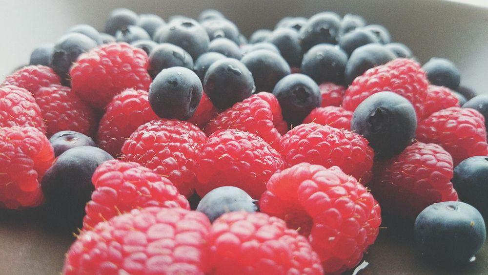 Raspberry Blueberries Rapsberries Fruits Fruitporn Healthy Food Enjoying Life Relaxing