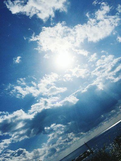 駅から撮った空と海。