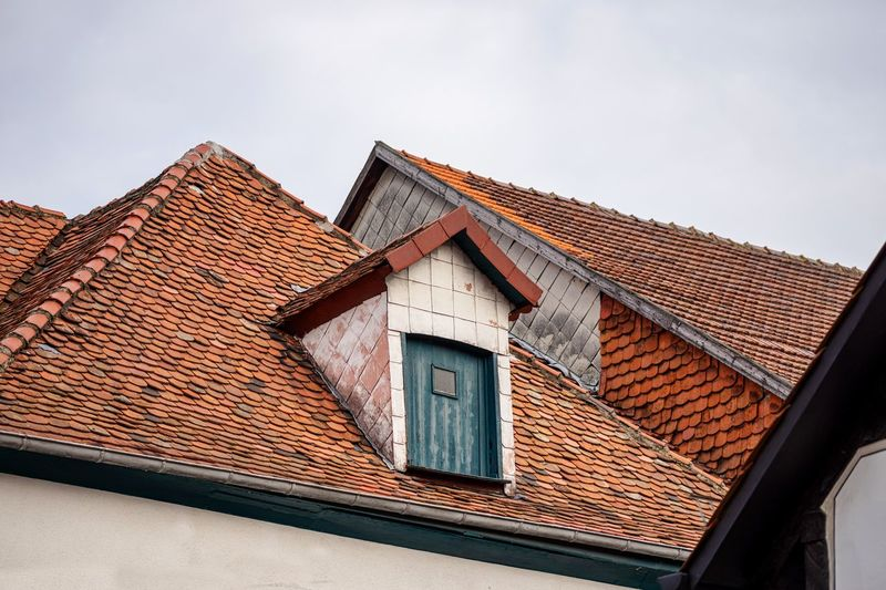 Hausgiebel Dächer Architecture Built Structure Roof Building Building Exterior House Sky Roof Tile Window Low Angle View Day Nature No People Residential District Outdoors Clear Sky Brown High Section Brick