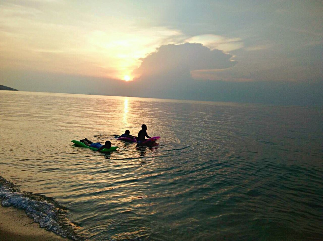 water, real people, sea, nature, scenics, beauty in nature, waterfront, sunset, transportation, leisure activity, adventure, nautical vessel, outdoors, sky, lifestyles, horizon over water, men, togetherness, vacations, jet boat, day, people