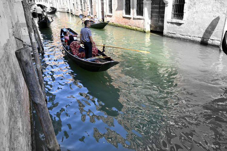The magic of water 💦 Travel Destinations Ilovetravelling  Travelling Tranquil Scene Italy Gondolier Venezia IloveVenice Water Reflections Colors Canal Gondola - Traditional Boat Movement Photography Blue Ilovephotography EyeEmNewHere Moored Gondola Longtail Boat