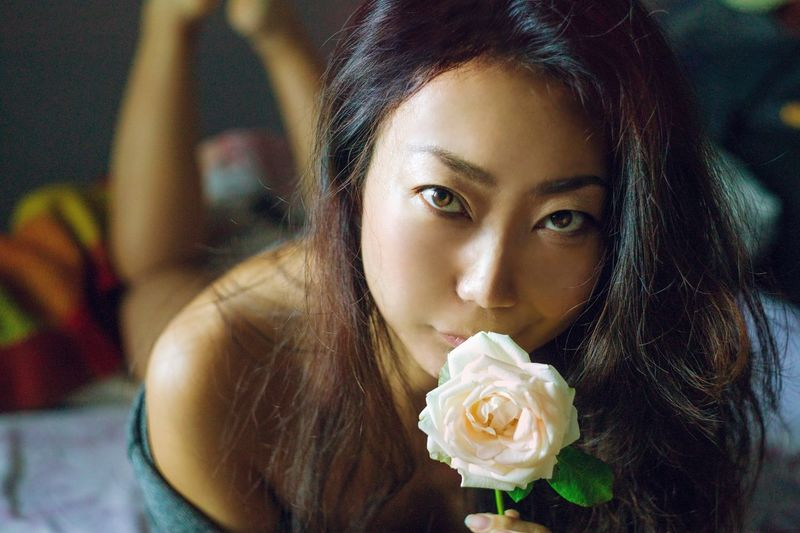 beautiful asian women with white rose in the bed. Womenshealth Asianwoman Asianbeauty Skincare Bodycare Healthcare And Medicine Asian Girl Bedroom Window Sexygirl Chinese Morning ASIA Asian Culture Exoticism EyeEm Selects Portrait Beautiful Woman Young Women Beauty Water Looking At Camera Headshot Close-up Food And Drink Beauty Spa Flower Head Health Spa Pink Facial Mask - Beauty Product