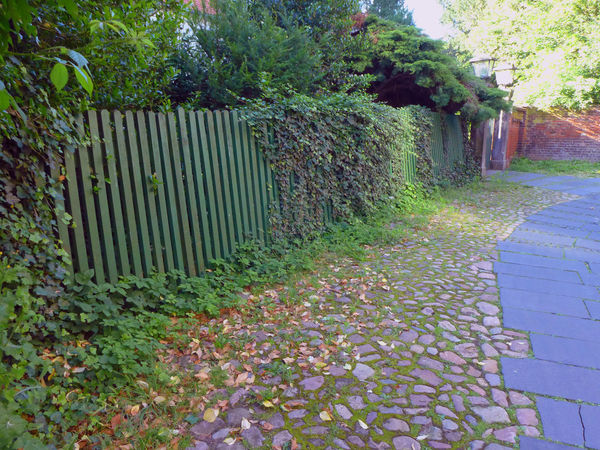 Absence Abundance Architecture Built Structure Cobblestone Diminishing Perspective Empty Fence Footpath In A Row Nienburg No People The Way Forward Tranquility Vanishing Point Walking Around Walkway Wooden Fence