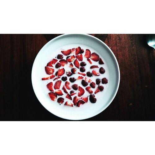 Strawberries Strawberry Love Breakfast Time Strawberry&milk Enjoying Life Tasty😋 Tastyfood