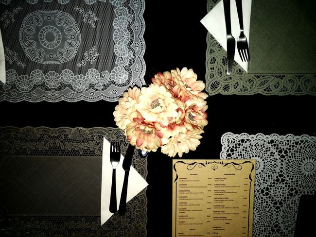 Flower Indoors  Table Pattern No People Close-up D.Tília Restaurant Menu Food And Drink Industry Mealtimes Tables And Chairs Bouquet