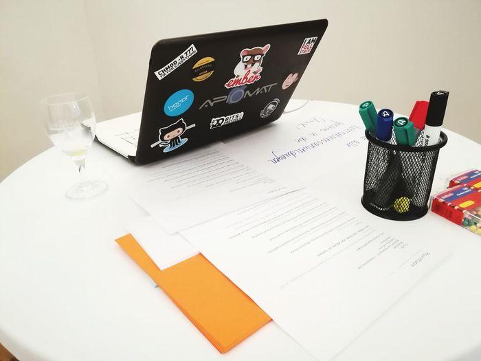EyeEm Selects Office Roundtable Apiomat