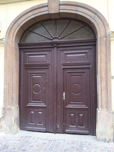 Door Olddoor
