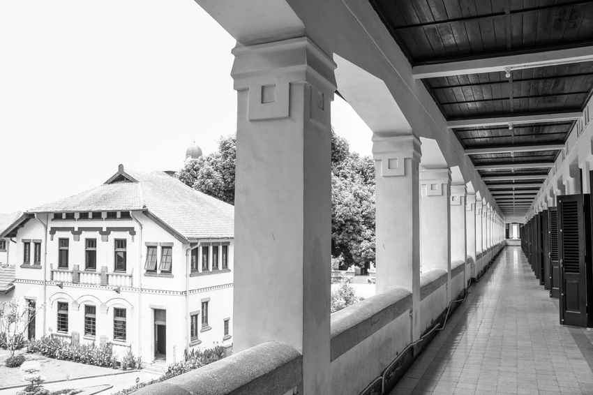 historic building Lawang Sewu Goverment Building Old City Old Building  Classical Style INDONESIA Colonial Awesome Beauty Old Buildings Building Java Museum Of Art Museum Of Natural History Architecture Outdoor Photography Old Architectural Design Semarang White Black Lawang Sewu Night Place Classic Jurnialisme