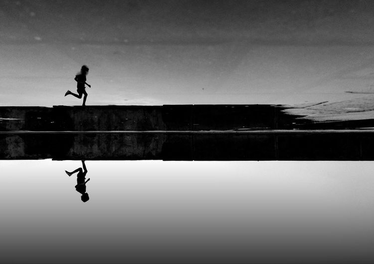 Run Kid Running Sillhouette Sillouettes And Sunsets Water Silhouette Swimming Pool Lake Men Reflection Sky