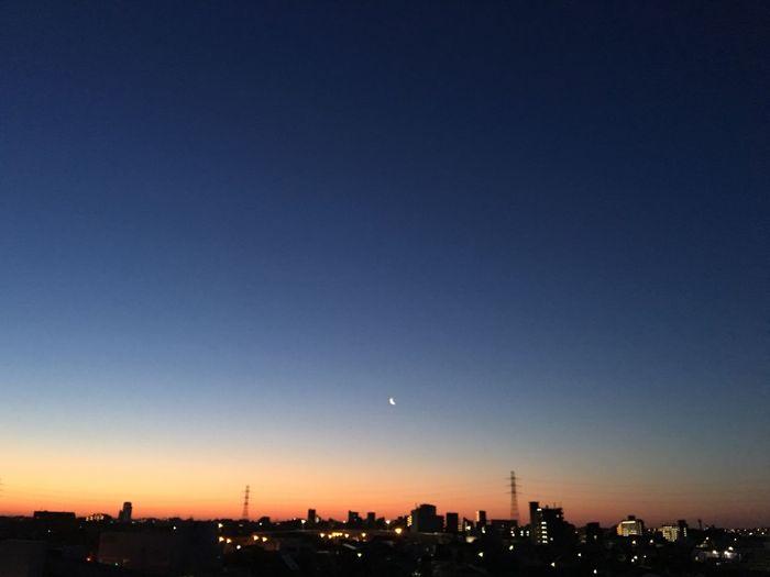 おはようございます Hello World Enjoying Life Friday Moon Early Morning 今日頑張れば週末だよー