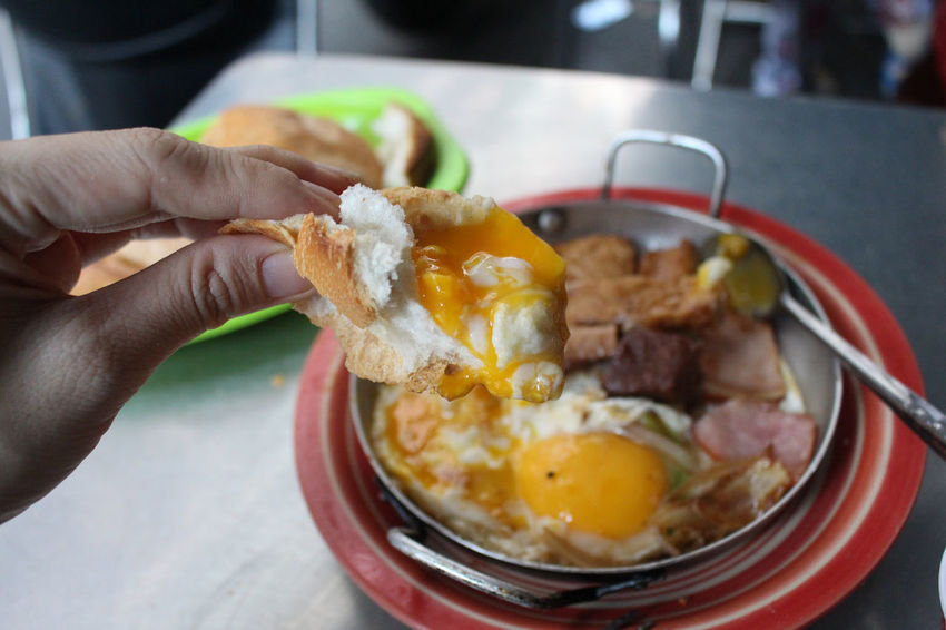 Adult Adults Only Banhmi Banhmivietnam Banhmy Banhmychao Brekfast  Brekfasttime Close-up Egg Yolk Focus On Foreground Food Food And Drink Freshness Healthy Eating Holding Human Body Part Human Hand Indoors  One Person Ready-to-eat Streetfood StreetFoods Vietnamfood Vietnamfoodstreet