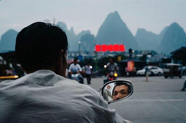 """Throwback. Infront of """"Mee tarik"""" 🍜 (Lamien) Muslims Restaurant at Guilin, China. Traveler Fotorewang Photographysouls Photo Rarecation Guilin China Humaninterest Humaninterestphotography Meetarik Wpo Hipaae Morning Waiting"""