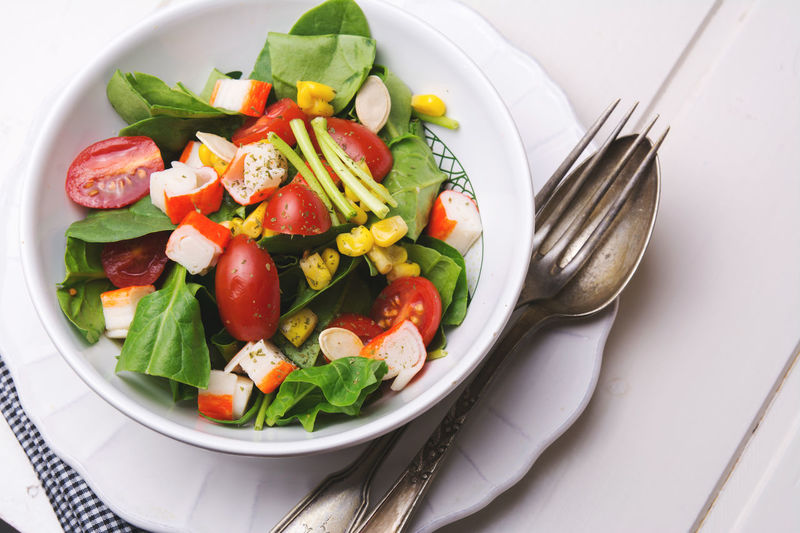spinach salad with cherry tomatoes and corn in bowl on white wooden table Cherry Blossoms Meal Bowl Corn Food Fresh Freshness Healthy Eating Leaf Lettuce Salad Mix Salad No People Nutrition Organic Plate Ready-to-eat Salad Spinach Still Life Surimi Table Tomato Vegetable Vegetarian Food Wodden
