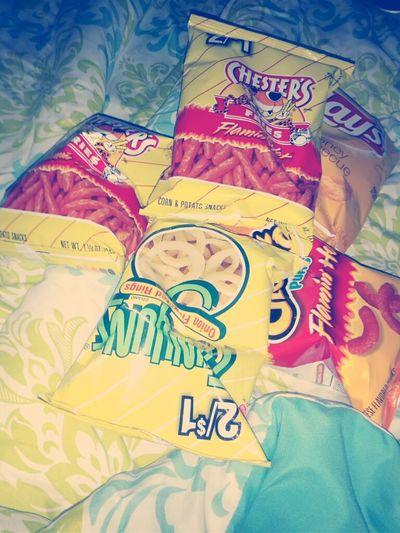 I'm off today and it's Sunday.. so it's just me, snacks, movies and my phone ;)