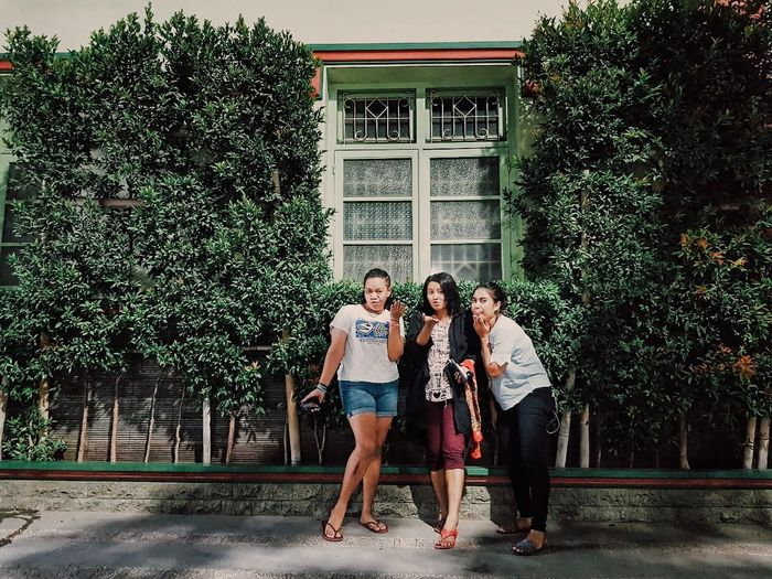 Friendship Young Women City Bonding Togetherness Happiness Full Length Smiling Cheerful Tree