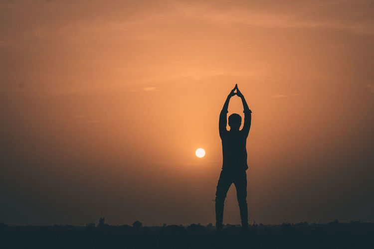 Men Full Length Exercising Sunset Silhouette Standing Politics And Government Flexibility City Copy Space Yoga Fitness Relaxation Exercise Stretching Warming Up Posture Strength Training Yoga Class Lotus Position 10