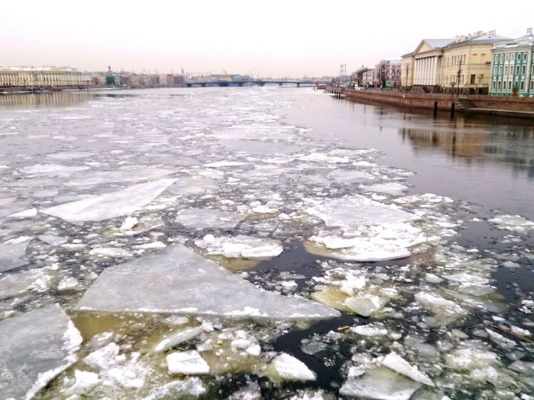 Ice Meltingat Neva River. Urban Spring Fever Bye Bye Winter Melting Ice Sony Xperia Zr Mobile Photography Mobilephotography Architecture River Bridge Embankment Cityscapes Cityscape Perspective Saint Petersburg Urban Nature
