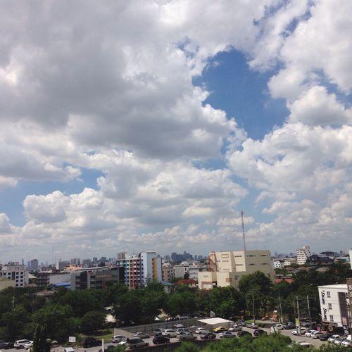เคยไหมมมองท้องฟ้าไปแล้วสวยมาก มีความสุขมากมากอะ. ขอบคุณนะค่ะ Yuiispace Yuiitasty Yuiivoyager