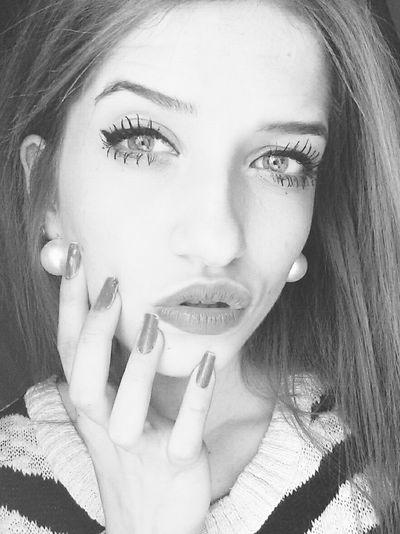 Me Blueyes Girl Nails Lips Blackandwhite