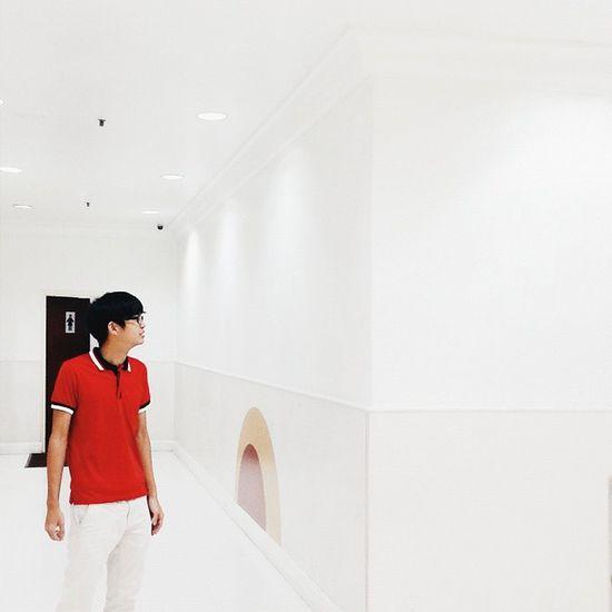 RED MAN -->🚶 . In Frame : @chaijunqi . Gengbiawak Rakansepenjenayah WHPemojisinthewild .