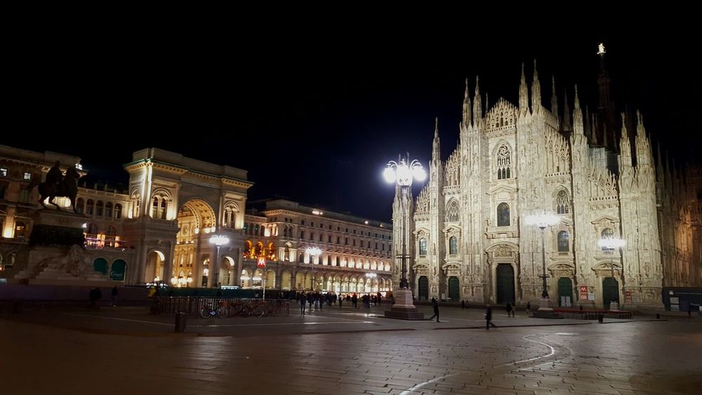 Milanocity Duomocathedral Squareofduomo Milanobynight Ligths In The City Eyeemphotography Eyeemsquare Squaresofitaly Milan Cathedral Milano Italy