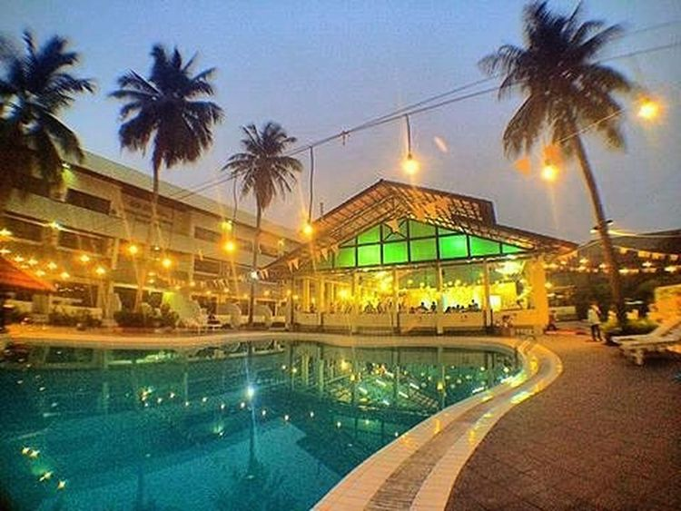 """""""Dinner last night with my parents"""" Explorepontianak WHPLocalLens Like4like Hotel Room Suite Vip Dinner Music Lights Landscape Outdoor Nature Modern Me Tumblr Weekend Holiday Family Pontianak City Swimming Pool Night Party dubstep photooftheday photographer"""