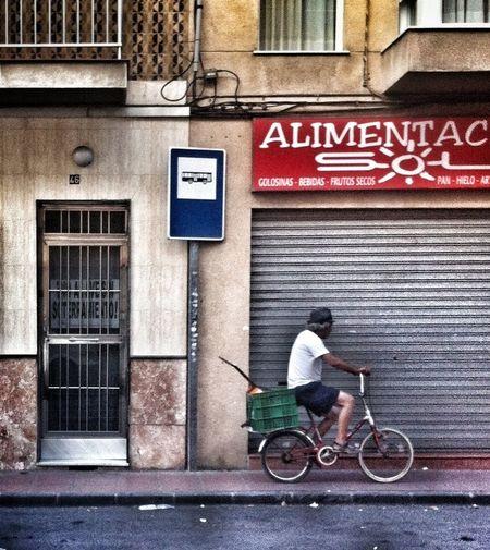 #PrecaucionAmigoConductor Seres #perranos: Parada de tobus.