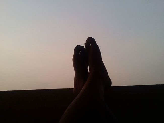 Chillin. 👣 Relaxing Legscrossed India Bengaluru Karnataka Instalove Instadaily Instacool Sunset Yellow Nature Samsung Note3 Galaxynote3 Chillin Bigfeet Feet Toes