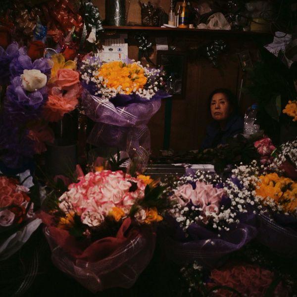 Flower stall keeper / Feb. 26, 2014 Seoul Vscocam Fltrlive Streetphoto_color