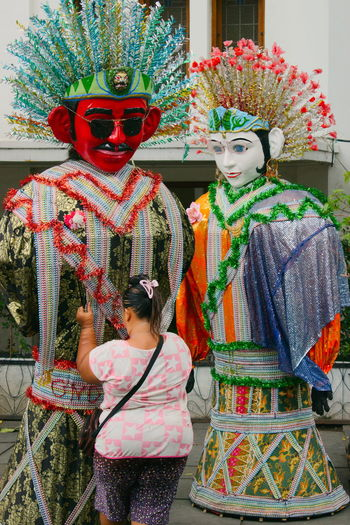 Ondel-ondel is a form of folk performance using large puppets. It originated from Betawi, Indonesia and is often performed in festivals. The word ondel-ondel refers to both the performance and the puppet. Met these ondel-ondel in Kota Tua area. ASIA Asian Culture Cultural Culture Culture And Tradition Cultures Doll EyeEm Indonesia Heritage Heritage Building Heritage Site Jakarta Ondel Ondel Ondel-ondel Traditional Art Is Everywhere